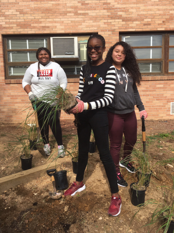 Prince George's County Public Schools' students participant in the Clean Water Partnership's Treating & Teaching Program, where they learn hands-on how plants contribute to cleaner water within their watershed (Credit: Anacostia Watershed Society).