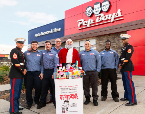 L-R: U.S.M.C. Gunnery Sergeant Xavier Rodriguez; Pep Boys employees Magin Flores, Stephen Nelson and Brian Kaner; Santa; Pep Boys Edwin Ruiz and Gregory Morris; and U.S.M.C. Staff Sergeant Matthew Everett participate recently at a Toys for Tots event at a local Pep Boys. (Photo: Business Wire)