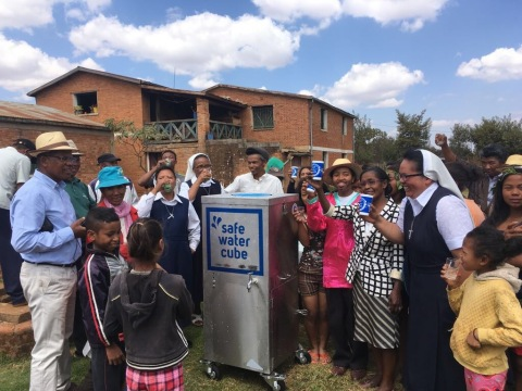 Safe Water Cube Fountain. (Photo AETOSWire)