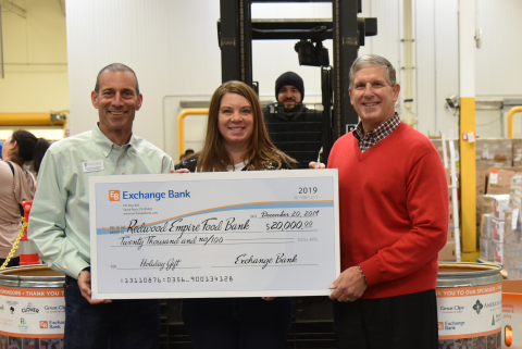 Exchange Bank President and CEO Gary Hartwick presents a $20,000 check to Redwood Empire Food Bank CEO David Goodman. Also pictured: Redwood Empire Food Bank Director of Development Lisa Cannon and employee Lorenzo Reyes. (Photo: Business Wire)