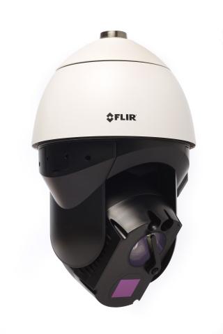 フリアーが本日発表した3つの新しいパン/チルト/ズーム・セキュリティー・カメラの1つとなるFLIR Elara DXシリーズ。昼夜を問わず画像を捉えられる高品質の赤外線画像カメラと4K可視光カメラのほか、長距離検出機能を搭載し、過酷な条件下でも鮮明な視界を確保できるように、遠隔操作が可能なワイパー・ブレードを装備。(写真:ビジネスワイヤ)