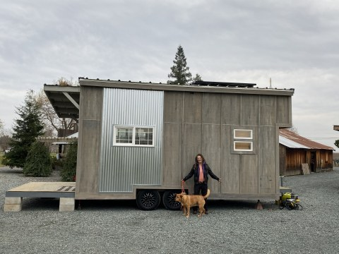 Chris Brackett, Camp Fire survivor with her Tiny House, powered by Westhaven Inc. (Photo: Business Wire)