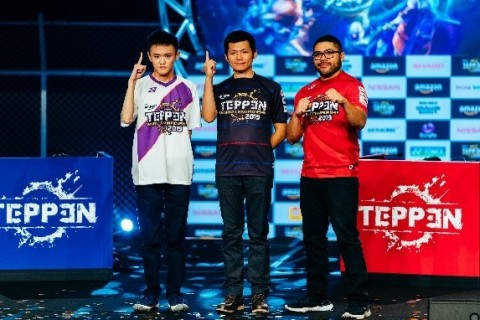 """The inaugural TEPPEN World Championship 2019 has come to a close, and GungHo Online Entertainment's first champion has been crowned Last Guardian. In the biggest TEPPEN tournament ever, he expertly guided his MORRIGAN AENSLAND/Temptation and DANTE/Devil Trigger decks through the competition, bringing down everyone in his path to the top. For his victory, Last Guardian took home 30M Yen (~$280K) of the 50M Yen (~$460K) prize pool along with numerous other prizes including a NISSAN Skyline GT V6 TURBO. (From the left second place Yutaro """"tarakoman"""" Fukazawa, first champion Huai-Yong """"Last Guardian"""" Wu, and Ryuuzu Player from the U.S.) (Photo: Business Wire)"""