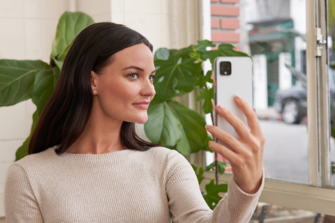 At the heart of the app is the NEUTROGENA AI Assistant (NAIA), a virtual skin health coach. (Photo: Business Wire)