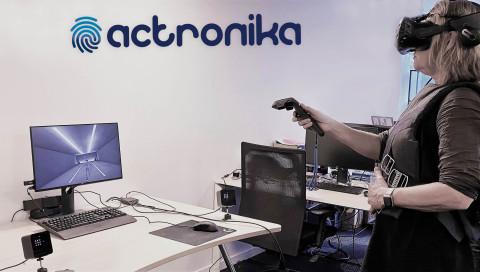 Actronika propose une veste haptique permettant de ressentir la sensation de toucher dans le monde réel en fonction des événements qui surviennent dans la réalité virtuelle. (Photo: Actronika)