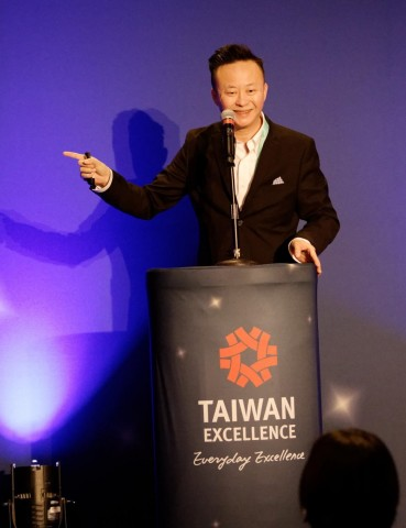 Thomas Tang, Vice President of Sales, Noodoe, presents EV S1000, an advanced, cloud-based operating system that can turn parking lots and charging stations into revenue generators at the Taiwan Excellence Press Conference at CES 2020. (Photo: Business Wire)