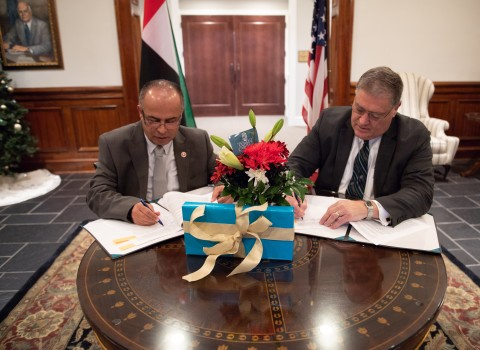"AURAK President, Professor Hassan Hamdan Al Alkim, signs the deal with his Coastal Carolina University counterpart Professor David A. DeCenzo"" (Photo - AETOSWire)"