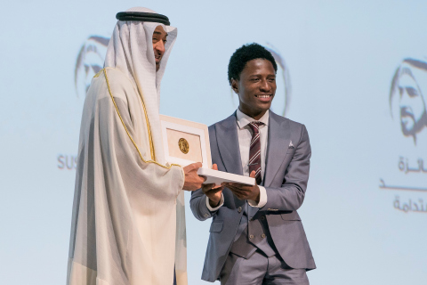 HH Sheikh Mohamed Bin Zayed with the winner from the Okuafo Foundation – Ghana (Photo: AETOSWire)