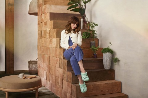 """Singer and actress Zooey Deschanel wearing her Classic Clogs in new Neo Mint. Deschanel is one of five global ambassadors announced as part of Crocs' newest """"Come As You Are"""" campaign, inspiring fans to feel comfortable in their own shoes. (Photo: Business Wire)"""