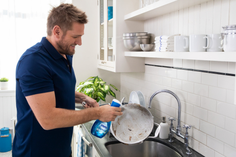 Chef Curtis Stone Cleans Burnt-on, Baked-on Messes With Dawn Powerwash Dish Spray (Photo: Business Wire)