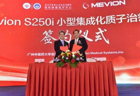Wensheng Liu, President of Jinshazhou Hospital (right), and Lawrence Yuan Tian, Ph.D., Chairman of Mevion Medical Systems, at the purchase agreement signing ceremony. (Photo: Business Wire)