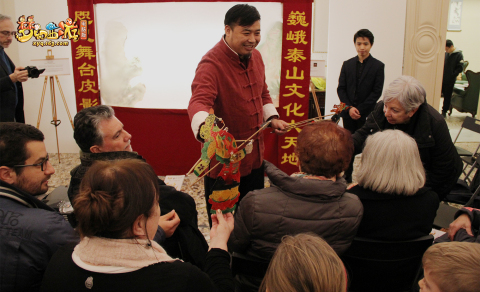 Master Fan Weiguo, an inheritor of Mount Tai Shadow Puppet Play, performed shadow puppet plays with experience sessions during the exhibition. (Photo: Business Wire)