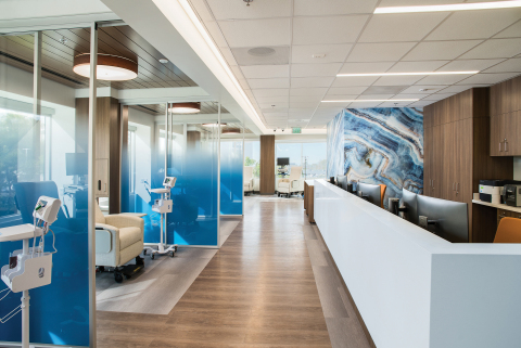 The state-of-the-art infusion center at City of Hope in Newport Beach features 17 outward-facing bays with ocean views, dimming lights and cozy, soft loungers. (Photo: City of Hope)