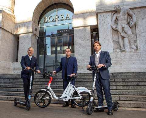 Helbiz partners with Alipay to support the mobile transactions of millions of customers throughout Italy. Pictured L-R: Rodrigo Cipriani Foresio, Alipay; Salvatore Palella, Helbiz; Matteo Arpe, Tinaba (Photo: Business Wire)