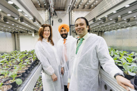 Left to right: Terramera's Chief Scientific Officer, Dr. Annett Rozek, The Honourable Navdeep Bains, Minister of Innovation, Science and Industry, and Terramera Founder and CEO Karn Manhas, pictured here in Terramera's Growth Chambers. (Photo: Business Wire)
