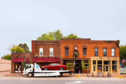 Carvana Continues Rapid Midwest Expansion, Brings The New Way to Buy a Car™ to Eau Claire. (Photo: Business Wire)