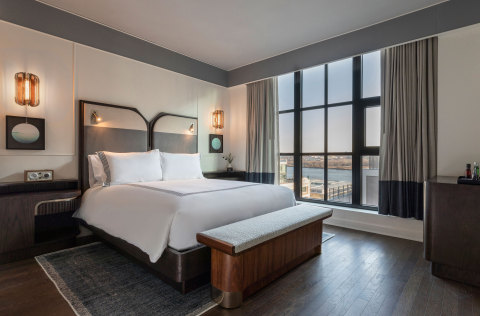 A queen guestroom of the recently opened 225-room Thompson Washington D.C. (Photo: Business Wire)