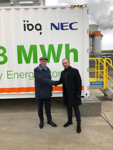 Mark Moreton (left) Sales Director, EMEA for NEC Energy Solutions and Ales Zazvorka, CEO of IBG Cesko (Photo: Business Wire)