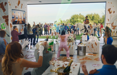 Visitors to WhenWeComeTogether.com will be able to direct the action in real-time to select how they want to see Head & Shoulders' spokesperson Sofia Vergara and her guests come together to tackle an epic Super Bowl party messy surprise. (Photo: Business Wire)