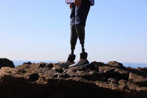 Designed for real life. Kinnex Microprocessor Ankle seamlessly adjusts to changes in ground slope with the first step and provides 30 degrees range of motion. (Photo: Business Wire)