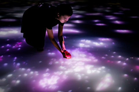 teamLab, Drawing on the Water Surface Created by the Dance of Koi and People - Infinity, 2016-2018, Interactive Digital Installation, Endless, Sound: Hideaki Takahashi ©teamLab (Photo: Business Wire)