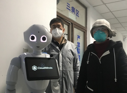 CloudMinds employees prepare Cloud Pepper for operation at Shanghai Sixth People's Hospital. (Photo: Business Wire)