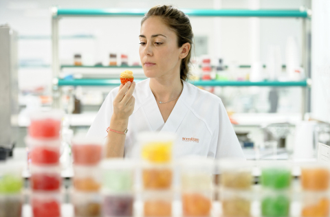 El Grupo ha renovado por completo la planta de producción de su división de aromas en España, por lo que espera aumentar las ofertas de aromas de la compañía en casi un 40%. (Photo: Business Wire)