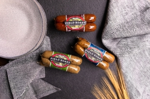 Flexitarian, vegetarians and vegans alike can explore the bold flavor combinations of Field Roast products and the versatile delicious taste of Lightlife products by cooking step-by-step recipes crafted by Purple Carrot. (Photo: Business Wire)