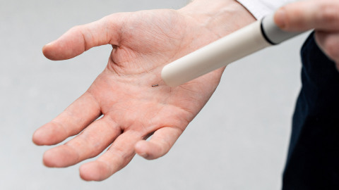 Magseed® marker held in a hand, shown with Endomag's Sentimag® detection probe (Photo: Business Wire)