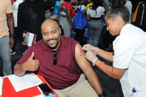Walgreens stores sponsored more than 1,800 health fairs in local communities where they provided flu clinics, diabetes screening and information on opioid safety and drug takeback during fiscal year ending August 31, 2019. (Photo: Business Wire)