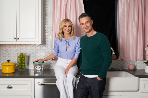 "Sarah Michelle Gellar and Freddie Prinze Jr. ""Do It Every Night"" with Cascade to Save Water Using the Dishwasher (Photo: Business Wire)"