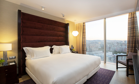 Executive Suite at Hyatt Regency Barcelona Tower (Photo: Business Wire)