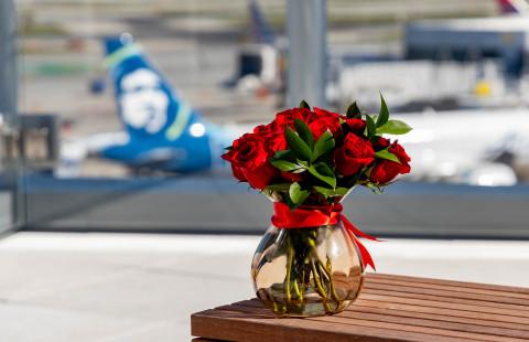 El aeropuerto internacional más romántico del mundo, el Aeropuerto Internacional de San Francisco (SFO), da la bienvenida a los amantes de las selfies de todo el mundo a su nuevo Sky Terrace, inaugurado el 14 de febrero. (Crédito de la foto: Aeropuerto Internacional de San Francisco)