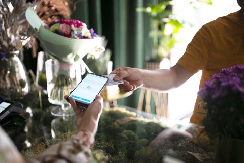 Fiserv, together with Visa, Samsung and PayCore, has completed a first-of-its-kind PIN on Mobile Transaction. (Photo: Business Wire)