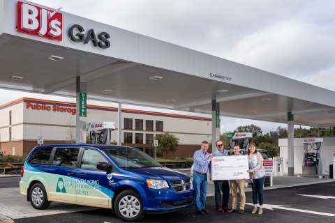 Tom Condon, general manager of BJ's Wholesale Club in Pensacola, Fla. (far left), presents a donation of a one-year supply of gas and tires to Craig Shumaker, community services director (second from left), Josh Newby, marketing communications director (second from right), and Lauren Clark, development coordinator (far right), of the Council on Aging of West Florida to celebrate the opening of the first BJ's Gas in Pensacola. (Photo: Business Wire)