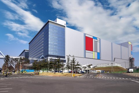 Samsung's newest EUV line in Hwaseong Korea. (Photo: Business Wire)