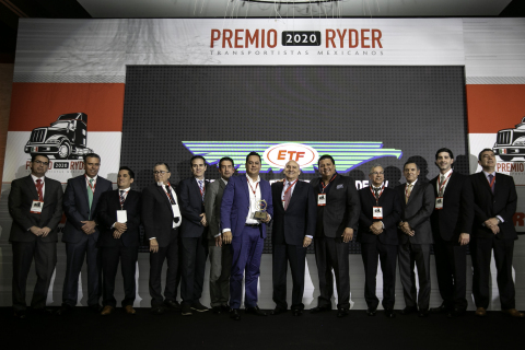 Ryder Mexico executives presenting the 2020 Service Excellence Award to one of twenty three top-performing Mexican carriers. (Photo: Business Wire)