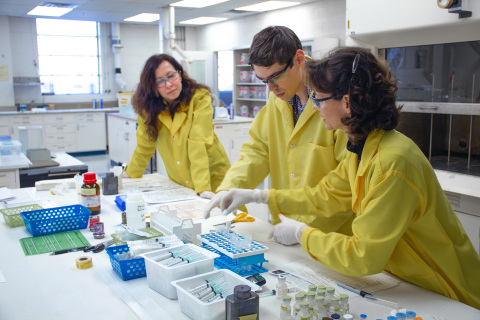 Toronto General Hospital's Dr. Mihaela Ginj (left) observes BWXT's Dr. Blake Wiggins (center) and Virginia Gibson (right) label cold kits following elution of BWXT's Tc-99m generators. Gibson is manager of BWXT's Radioisotope and Analytical Chemistry Laboratory, and Wiggins is a radiochemist working for BWXT's Advanced Technology Programs group. Ginj is the radiopharmacy operations lead at the hospital and an assistant professor in the Department of Medical Imaging at the University of Toronto. (Photo: Business Wire)