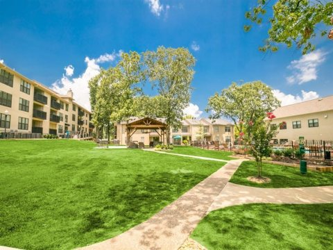 Beitel Group and The Scharf Group acquired Forest Place Apartments in Little Rock, AR (Photo: Business Wire)