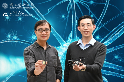 A multi-disciplinary team at NTHU led by professors Tang Kea-tiong (right) and Lo Chung-chuan has developed an AI chip, which could teach drone to fly like an insect.(Photo: National Tsing Hua University)