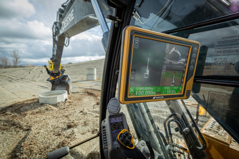 New tilt rotator functionality will allow Topcon Automatic Excavator operators to easily swivel or tilt the bucket with automatic boom control for faster and more efficient excavation. (Photo: Business Wire)