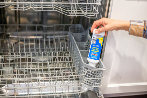 Glisten Dishwasher Magic Machine Cleaner, the only EPA-registered cleaner and disinfectant, removes limescale, rust, grease, and build-up caused by hard water, detergent, and food residue—all while disinfecting. (Photo: Business Wire)