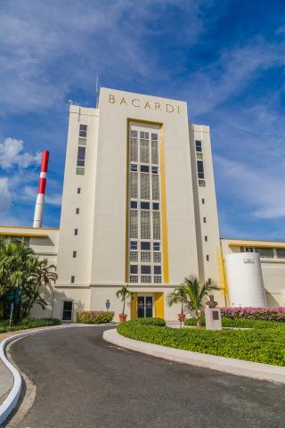 百加得位于波多黎各的朗姆酒酒厂,是全球最大的优质朗姆酒酒厂。(照片:美国商业资讯)