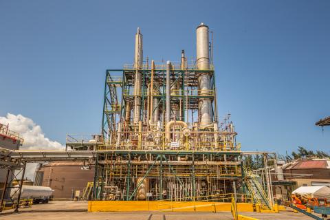 バカルディはプエルトリコの蒸留所で製造を変更し、手指除菌剤用のエタノールを提供。(写真:ビジネスワイヤ)