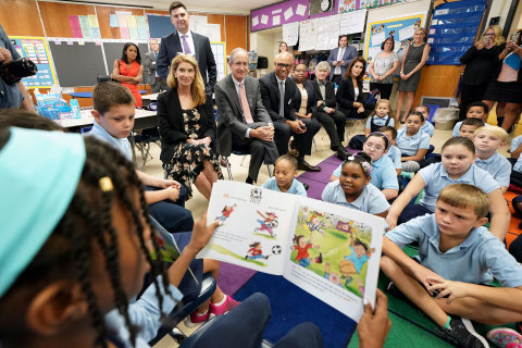 Aileen and Brian Roberts Visiting Philadelphia Students in 2017 (Photo: Comcast Corporation)