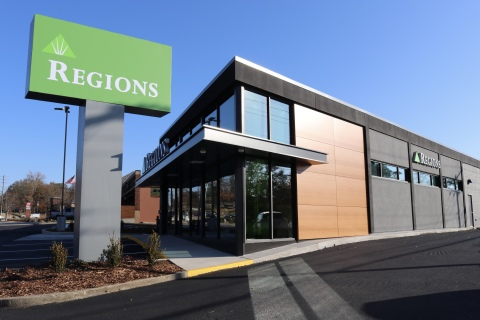 Regions Bank operates approximately 1,400 banking offices and 2,000 ATMs across the Southeast, the Midwest and Texas. (Photo: Business Wire)