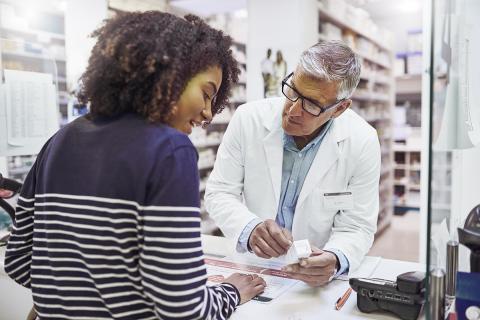 Le programme de Teva Canada, Une pharmacie à l'écoute des aidants, offre des ressources et des outils pour aider les aidants et leur équipe pharmaceutique à s'orienter plus facilement et plus efficacement dans le système canadien des soins de santé  au nom de leur être cher. (Photo: Business Wire)