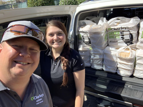 O'Charley's team members delivering free meals to healthcare workers and first responders. (Photo: Business Wire)