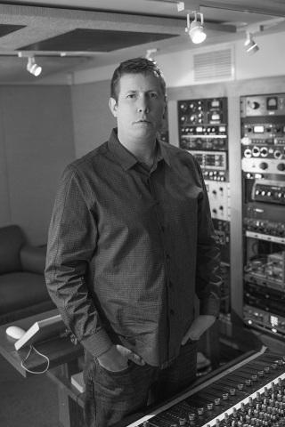 """9 veces ingeniero ganador del premio Grammy Darrell Thorp y productor del sencillo """"Paisajes"""". (Photo: Business Wire)"""