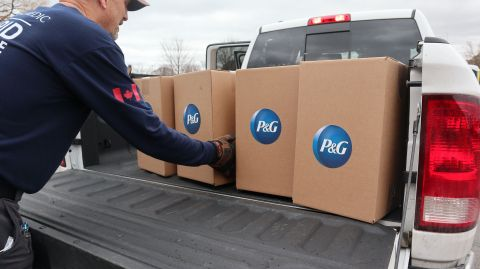 GlobalMedic volunteer delivers P&G hygiene products to a local foodbank. (Photo: Business Wire)